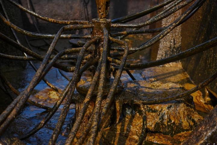 Salah satu bor yang digunakan untuk proses penambangan di penambangan minyak rakyat, Wonocolo, Bojonegoro, Jawa Timur.